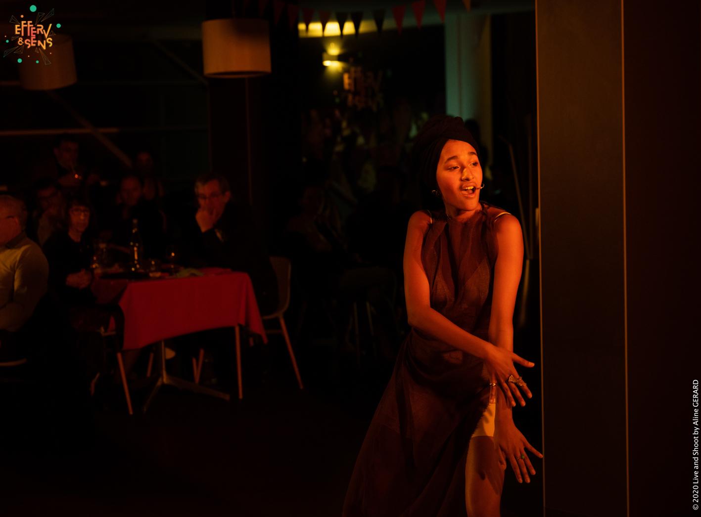 Daena Ladeesse_Prestation musicale Cabaret des Curiosités_Efferv&Sens à Poitiers