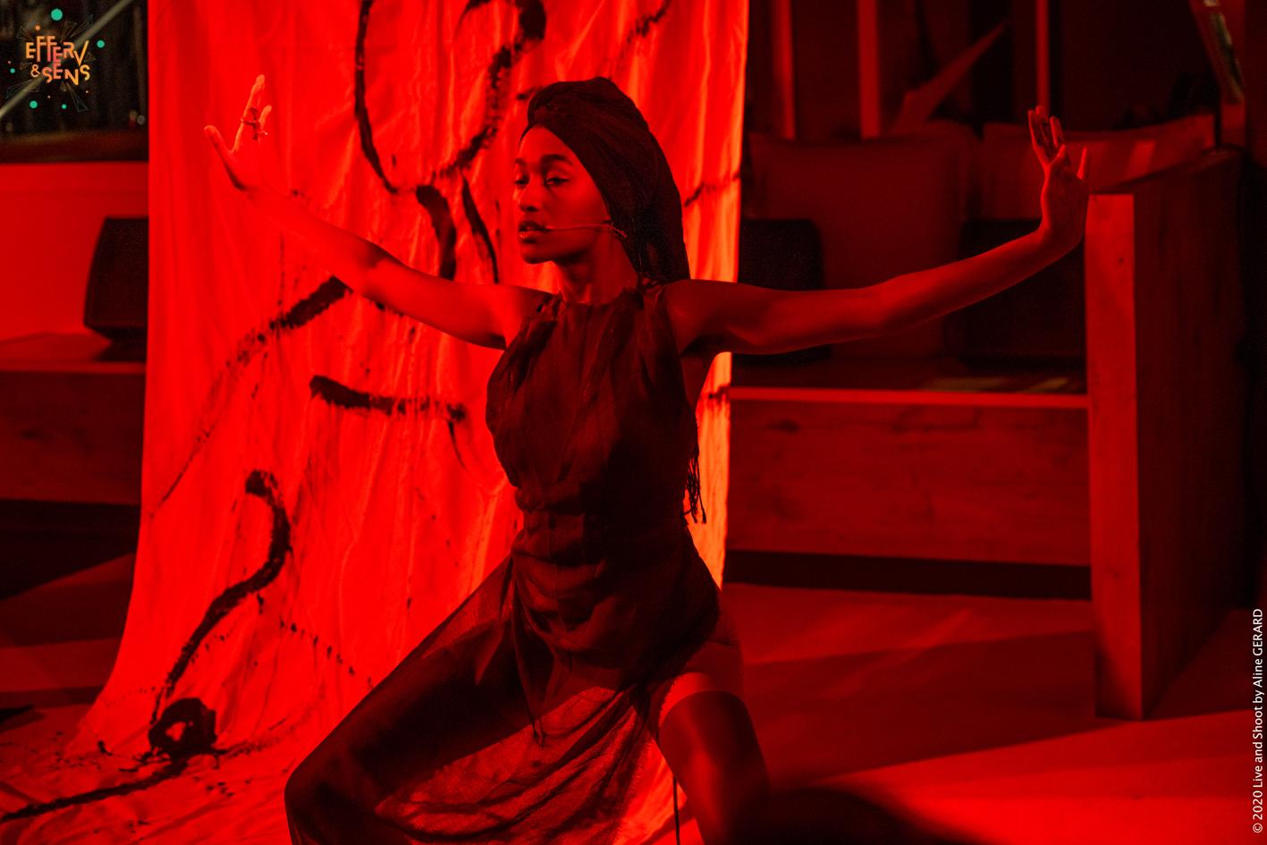 Daena Ladeesse_Peinture en live_ Cabaret des Curiosités_Efferv&Sens à Poitiers